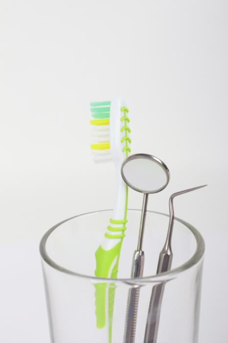 tooth brush and dental tools in a glass | emergency dentist in St. Paul MN